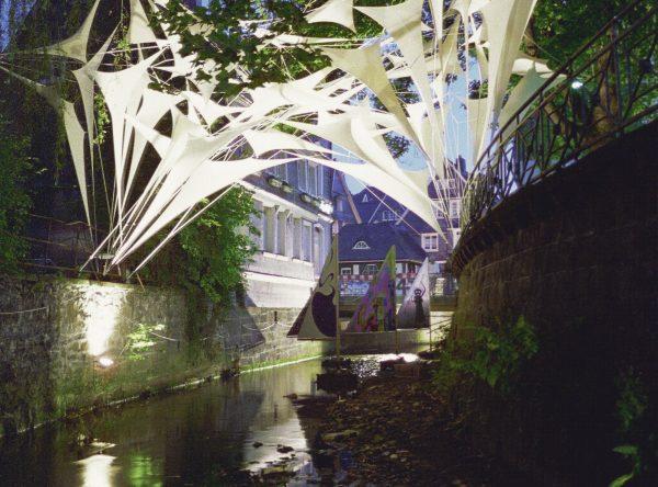 BUILDING BRIDGES / Brückenschlag / Bild 1