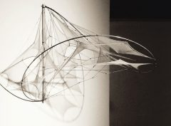 SCULPTURES / Looping E / Bild 1
